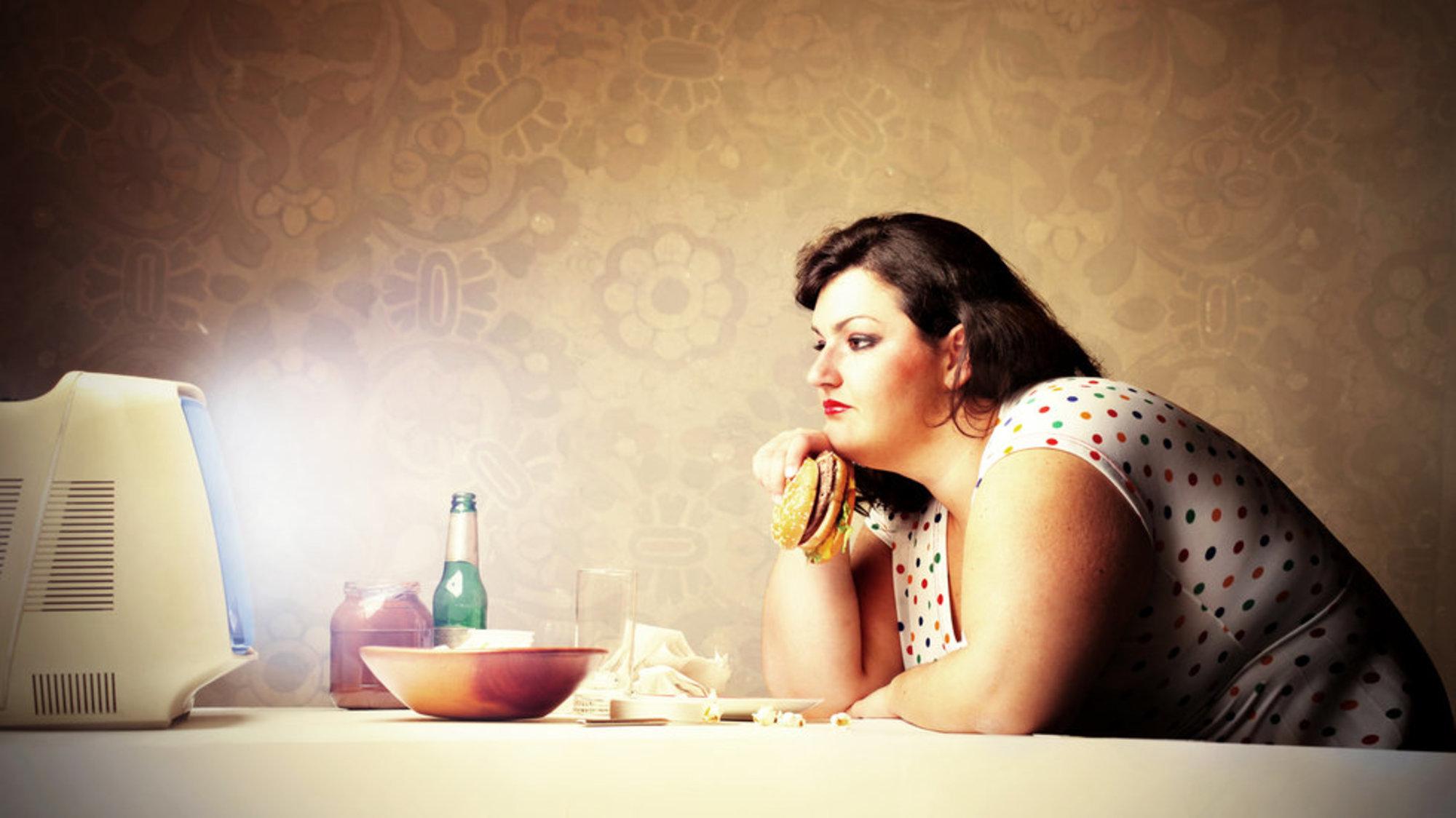 Больше половины россиян хотят перестать объедаться перед сном