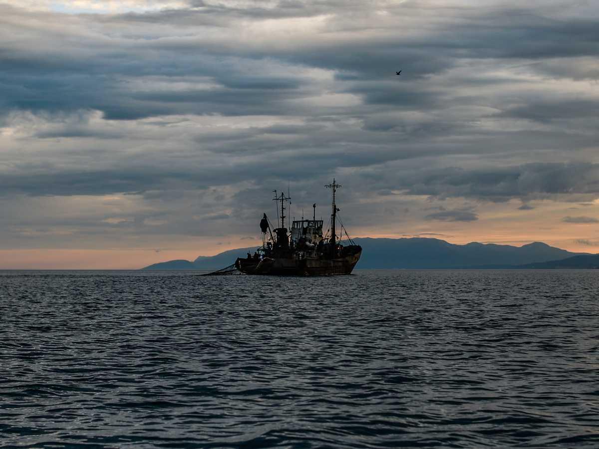 Судно с рыбаками затонуло в Баренцевом море
