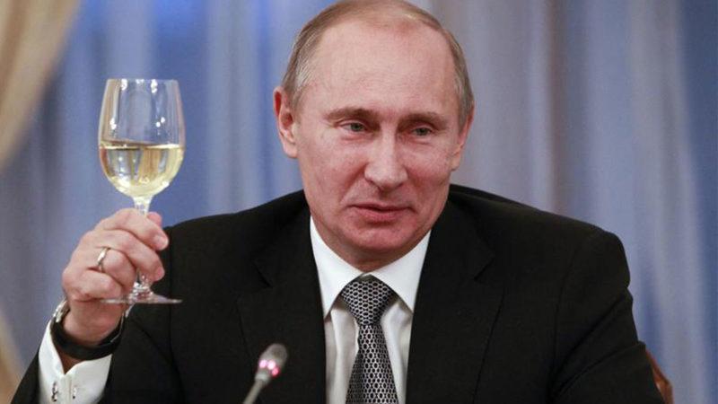 Россияне хотят встретить Новый год за одним столом с Путиным