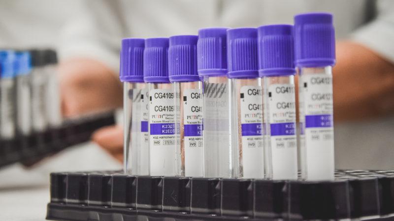 Назван предельный возраст для вакцинации от коронавируса