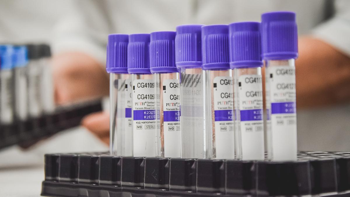 В Роспотребнадзоре рассказали о самочувствии привитых вакциной «ЭпиВакКорона»