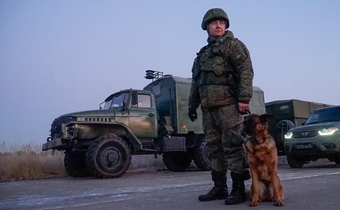 Российские миротворцы обезвредили около тысячи опасных предметов в Карабахе