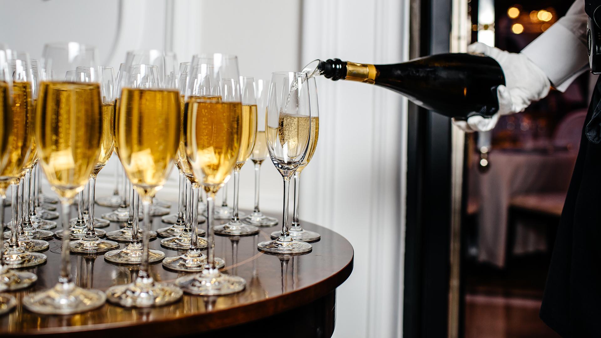 Врач назвал продукты, которыми нельзя закусывать шампанское