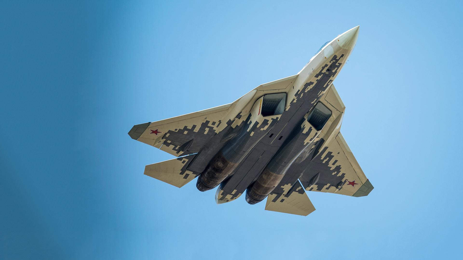 Первый серийный Су-57 передали ВКС России