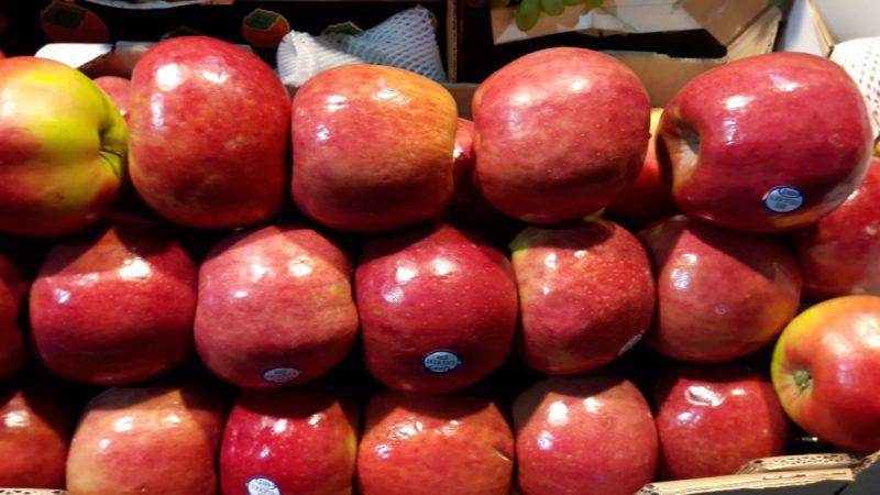 Азербайджанские яблоки и помидоры запретили ввозить в Россию
