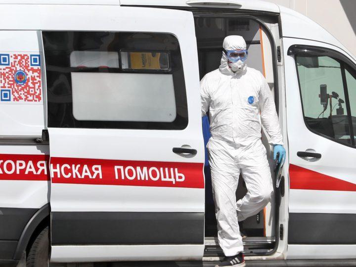 Врач заявил об окончании третьей волны COVID в России