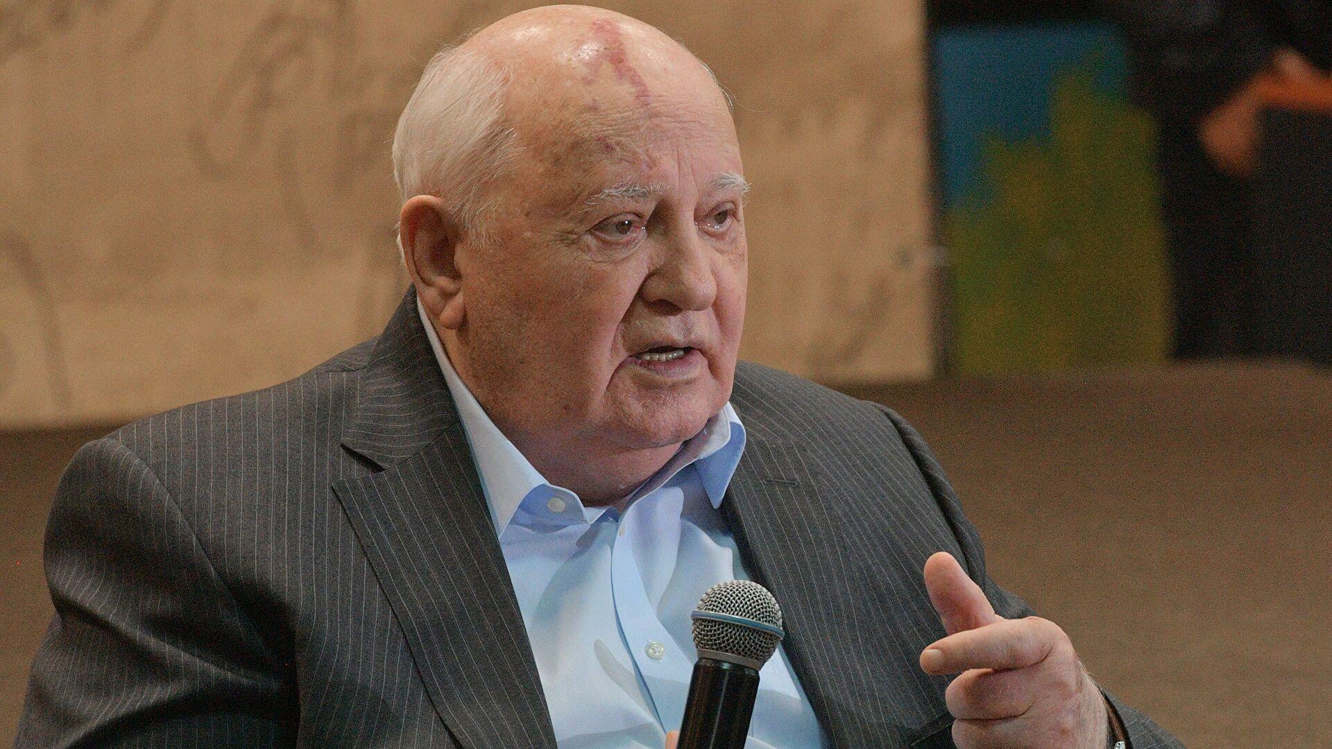 Горбачев призвал менять военные доктрины России и США