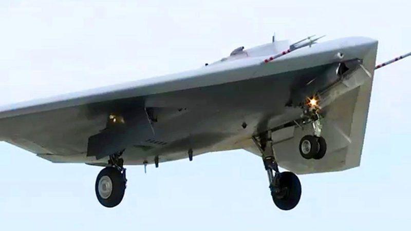 Дрон «Охотник» в ходе испытаний нанес бомбовый удар
