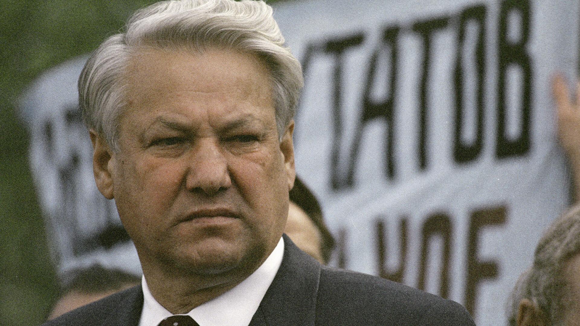Песков рассказал об исторической роли Ельцина