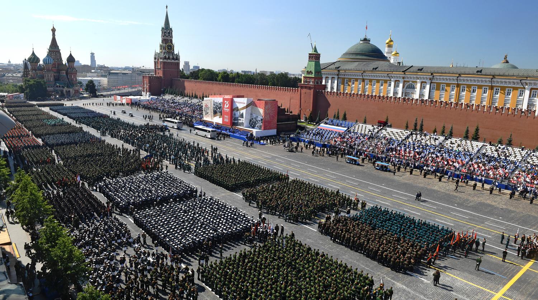 В Кремле прокомментировали проведение парада Победы в 2021 году