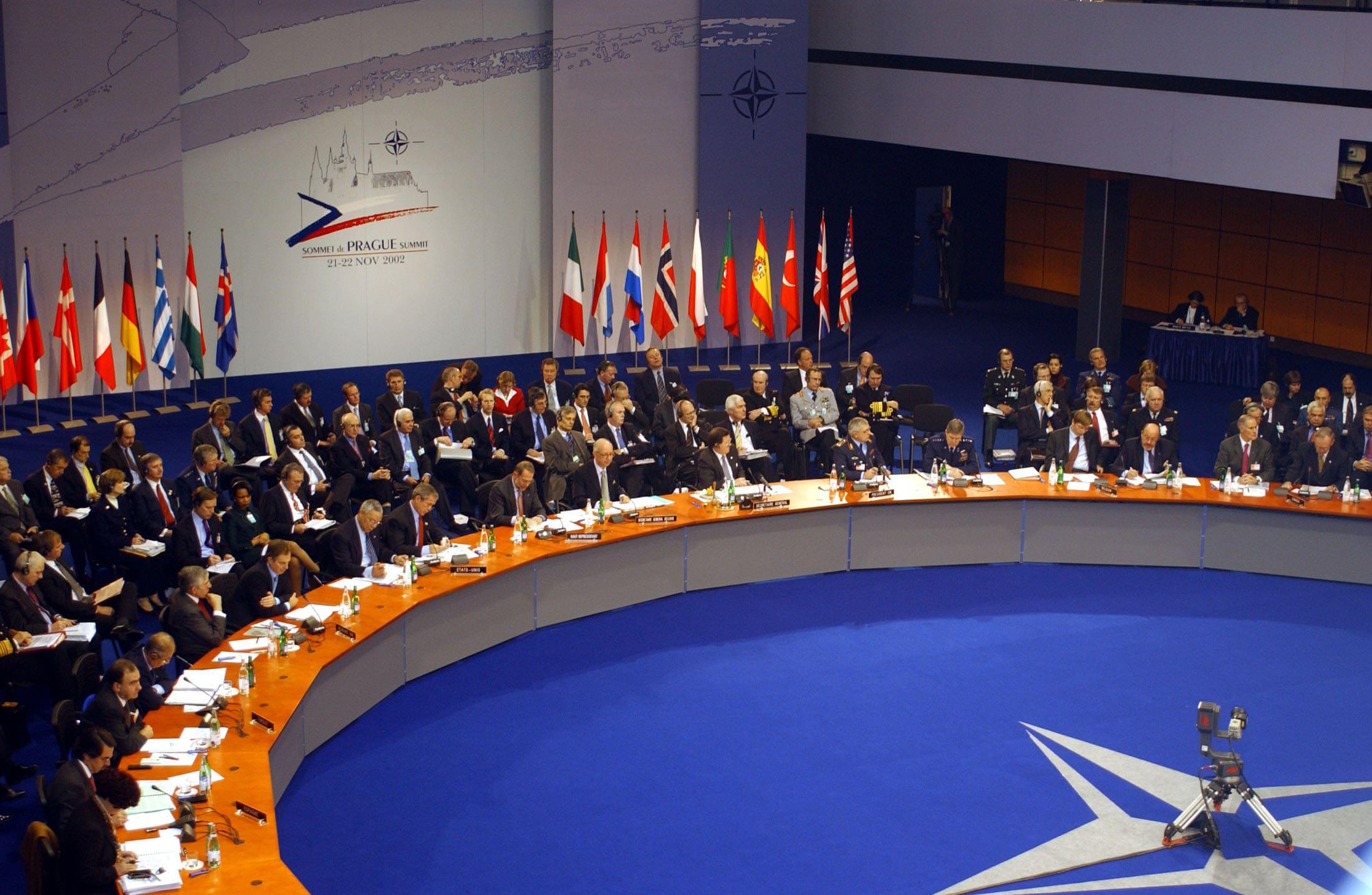 Россия и НАТО прекратили контакты по военной линии
