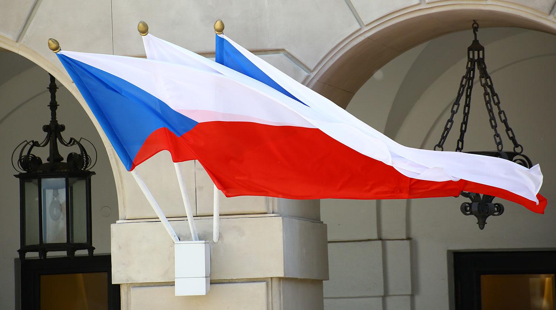 Высылку российских дипломатов из Чехии назвали враждебными действиями
