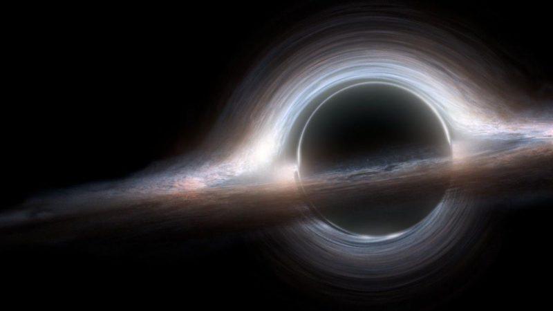 Невозможное явление заметили у огромной черной дыры