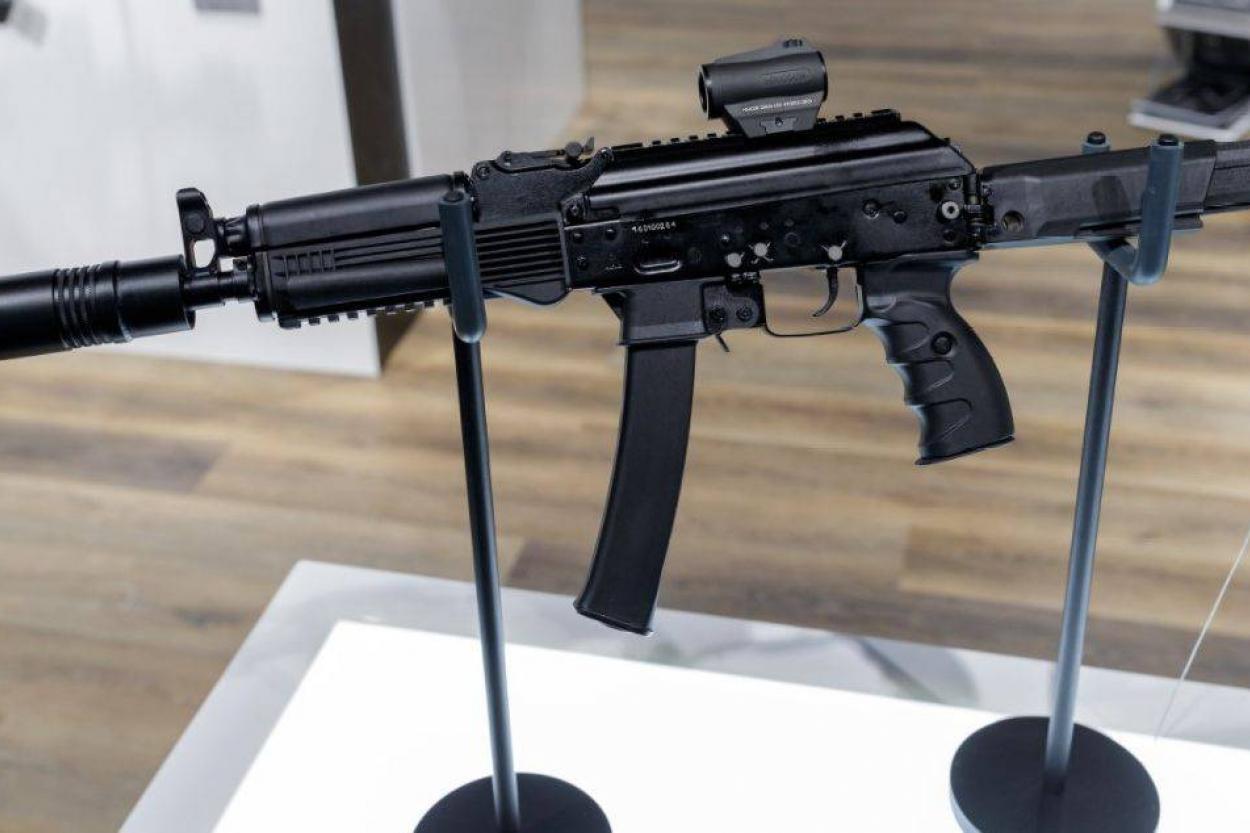 Российских летчиков могут вооружить пистолетами-пулеметами