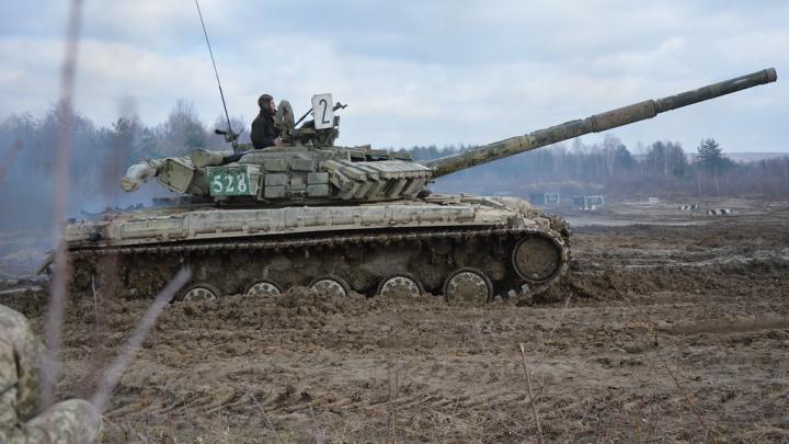 Горе-танкисты. ВСУ открыли огонь по мирным жителям на Украине