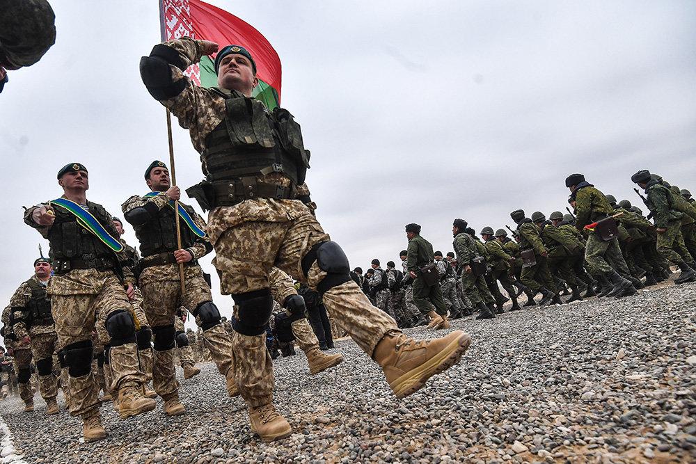 Белорусские военные проведут маневры у границ Литвы и Польши