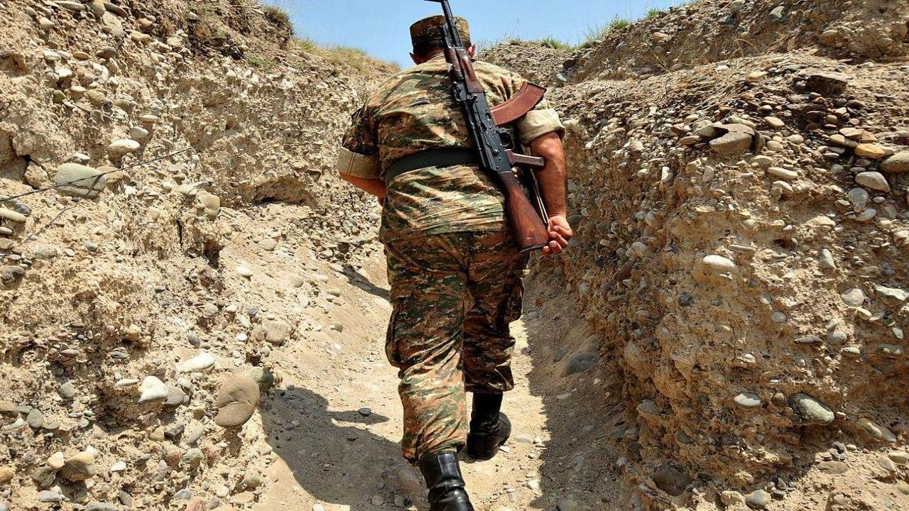 Азербайжданские военные обстреляли позиции Армении у границы