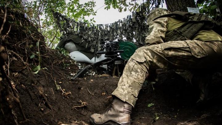 Украинские военные с помощью полицаев заставляют жителей Донбасса рыть окопы