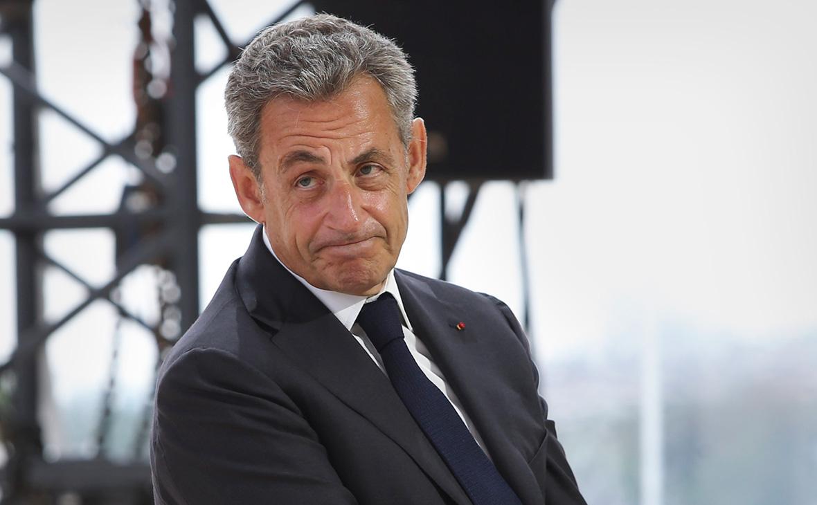 Экс-президента Франции Саркози приговорили к году тюрьмы